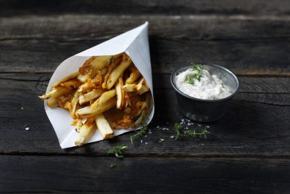 Parsnip fries with Old Amsterdam with a roasted garlic dip